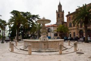Corropoli_Piazza_Pi_di_Corte_e_Fontana_7869
